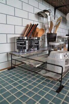【100均簡単リメイク】セリアのアイアンバーと板で工具不要の3段ラック : LIVE LOVE LAUGH - maca home - Diy Interior, Interior Design, Cocinas Kitchen, Daiso, Own Home, Diy And Crafts, Homemade, Storage, Room