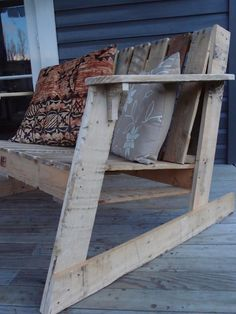 aaron-m: Two Seater Deck Chair - from Pallets Pallet Furniture Designs, Deck Chairs, Pallet Projects, Outdoor Furniture, Outdoor Decor, Things To Come, Backyard, Wood, Pallets