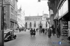 León, fotos antiguas, plaza de san Marcelo. Plaza, Louvre, Street View, Black And White, Building, Travel, Vw, Photos, Lion Pictures