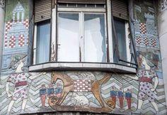 Megfigyelte már ezeket a káprázatos Zsolnay-porcelán-borításokat a pesti házakon? Városbújócska sorozatunk tovább folytatódik részletek a hvg.hu főoldalán (Fotó: @gergelytury )