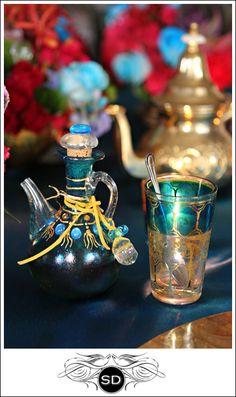 Jewel tones Arabian Nights Party, Beautiful Table Settings, Make Your Bed, Handfasting, Bohemian Living, Matthew Williamson, Jewel Tones, Hippie Chic, Hens