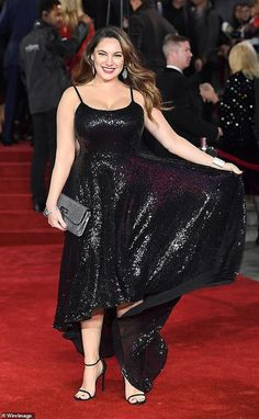 Back in the spotlight: In Kelly returned to the spotlight, stepping out as a curvy size 16 in a sequinned dress at the Murder On The Orient Express premiere at the Royal Albert Hall Kelly Brook Fat, Denise Van Outen, Poetic Justice Braids, Keyshia Cole, Teyana Taylor, Keke Palmer, Victoria Dress, Kris Jenner, Vanessa Hudgens