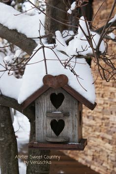 Birdhouse with 'heart' door(s)..#LOVETHIS