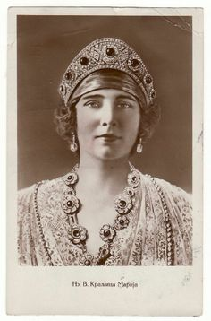 Maria of Romania, Queen consort of King Alexander I, wearing the Emerald Kokoshnik Tiara, Yugoslavia c. Royal Crowns, Royal Tiaras, Tiaras And Crowns, Romanian Royal Family, King Alexander, Photo Portrait, Casa Real, Royal Jewelry, Royal House