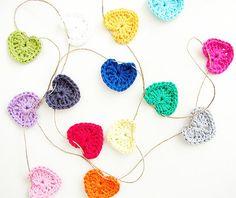 ༺༺༺♥Elles♥Heart♥Loves♥༺༺༺ ...........♥Crochet Bunting♥........... #Crochet #Bunting #Crochetbunting #Garland #Flag #Decorate #Tutorial #Pattern #Vintage #Handmade ♥Crochet Hearts Garland
