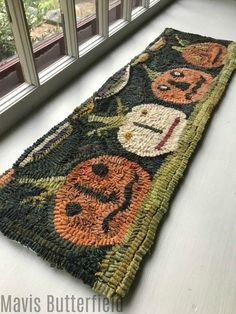 Happy Jack Folk Art Primitive Hooked Rug Pumpkin Table Runner by Frances Yeoman Scott Rug Hooking Designs, Rug Hooking Patterns, Knitting Patterns, Penny Rugs, Pom Pom Rug, Rug Runners, Weaving Projects, Fun Projects, Hand Hooked Rugs