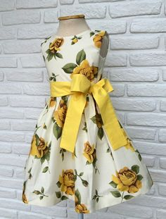 African Dresses For Kids, African Fashion Dresses, Little Girl Dresses, Girls Dresses, Girls Frock Design, Kids Frocks Design, Kids Dress Patterns, Frocks For Girls, Kind Mode
