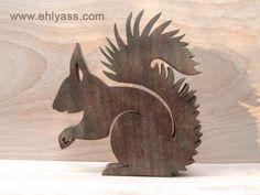 Sculpture en bois précieux Ecureuil en chantournage : Sculptures, gravures, statues par yann-chantournage