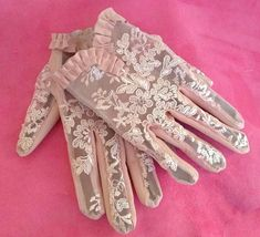 Check out this item in my Etsy shop https://www.etsy.com/uk/listing/592172126/driving-leather-gloves-with-pink-gipiur