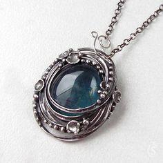"""Nic není náhoda - Fluorit Šperk byl vytvořen do soutěžeŠPERK PROJanu. HLASOVAT MŮŽETE ZDE Originální Autorský šperk """"Nic není náhoda - Fluorit"""" Dlouho jsem se rozhodovala, který kámen pro Janu zvolit. Na poslední chvíli jsem zvolila úplně jiný, než jsem původně myslela. Pro svou petrolejově modrou barvu a vzácnost spojenou s touto barvou a také pro jedinečnou ..."""