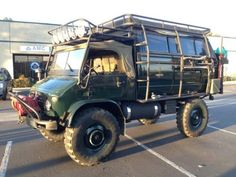 This 1965 Mercedes Benz Unimog 404 is a super-cool camper conversion created by swapping the rear section of a pop-top VW Westfalia van onto. Mercedes Benz Unimog, Mercedes Benz Models, New Mercedes, Off Road Camper, Truck Camper, 4x4 Trucks, Westfalia Van, Offroad, Adventure Campers