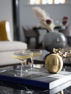 Det er ekstra hyggelig å servere velkomstdrinken i dekorative glass, samtidig som de vil se lekre ut på bordet! 🥂 Arkivet.co er en digital markedsplass for interiørdesignere, hvor du kan få profesjonell planer for din oppussing😄 Følg @arkivetco for mer inspirasjon, tips og tjenester! #arkivet_co #arkivet #oppussing #interiørarkitekt #interiørdesigner #interiordesigner #interiørdesign #interiordesign #interiorinspo #nybolig #norskehjem #jul #julepynt #juledekorasjon #julestemning Champagne, Photo And Video, Interior Design, Tableware, Instagram, Nest Design, Dinnerware, Home Interior Design, Interior Designing