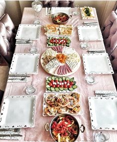 Ramadan Decoration, Food Decoration, Breakfast Presentation, Food Presentation, Turkish Recipes, Indian Food Recipes, Food Plating Techniques, Turkish Breakfast, Food Displays