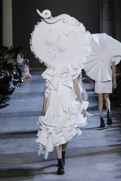 Viktor & Rolf mixes Picasso and polo shirts for couture 3d Fashion, Fashion Show, Paper Fashion, High Fashion, Picasso, Victor And Rolf, Leather Lace Up Boots, Viktor Rolf, Spring Summer 2016