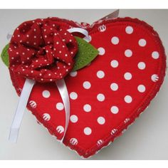 Valentine's day is thought of as the day of the celebration of love, when he or she will show the deep love to each other.Thus, choose a suitable valentines's day gift to your love is so necessary. Going into Huacheng valentine day gift selection , you will find the red which is full of romantic and deep feeling is the main colour, and the handmade non-woven items such as candy bag, wine cover, candy box and so on will meet your demand.