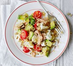 Eat like an Athlete: Tuna Salad, Avocado and Quinoa (Recipe).This is the perfect salad that will increase your energy after your morning exercise and. Salad Recipes Video, Quinoa Salad Recipes, Bbc Good Food Recipes, Vegetarian Recipes, Healthy Recipes, Quinoa Recipe, Ww Recipes, Veggie Recipes, Summer Recipes
