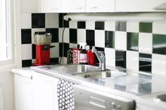 remodeling with dc-fix Sticky Vinyl, Dc Fix, Small Space Solutions, Cupboard Doors, Used Vinyl, Art For Art Sake, Tiling, Work Surface, Diy Home Crafts