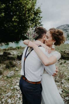 Special wedding photography snap-shots - gain super recommendations out of these photo examples. Couple Photoshoot Poses, Couple Shoot, Wedding Photoshoot, Wedding Shoot, Wedding Pictures, Boho Wedding, Wedding Vintage, Bright Wedding Colors, Best Wedding Colors