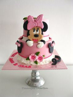 I love to make girlie cakes like this :-)