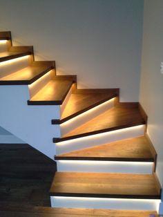 neon light interior decoration neon flex Modern Staircase de… – World of Light Home Stairs Design, Home Interior Design, Interior Decorating, House Design, Staircase Lighting Ideas, Stairway Lighting, Stairway Decorating, House Staircase, Modern Stairs