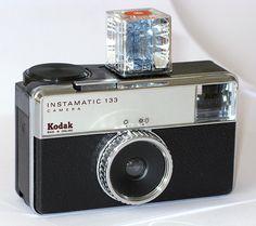 Kodak Instamatic 133 + cube flash ~1970 Old Cameras, Vintage Cameras, Vintage Food Posters, 70th Birthday Decorations, Instamatic Camera, 70s Sci Fi Art, Childhood Days, Lomography, Vintage Photos