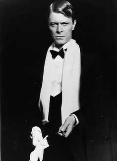 Bowie looking debonair.  Haven't seen this look on him before, have you?