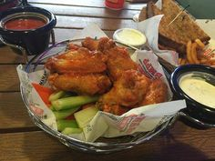Buffalo Wings cooked to perfection! #BMPPEagleRock https://ordernow.bigmamaspizza.com/locations/eaglerock/