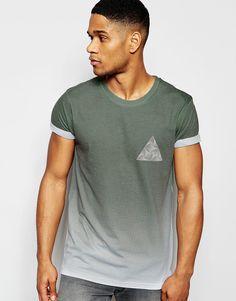 Imagen 1 de Camiseta color verde con estampado de triángulo en el pecho de River Island