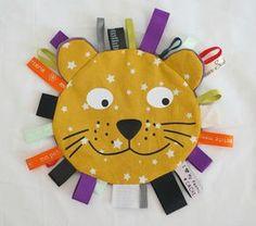Doudou étiquette LION