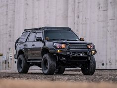 How crazy is the front bumper on this Hefty Fab Works - Gen Toyota 10 Basic Things Every Car Owner Should Know It's so easy to get a Lifted 4runner, 4th Gen 4runner, Toyota 4runner Trd, Toyota 4x4, Toyota Trucks, Lifted Ford Trucks, Toyota Tacoma, Classic Trucks, Classic Cars