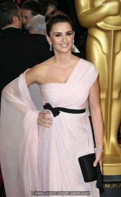 Penelope Cruz  The 86th Annual #Oscars held at Dolby Theatre http://www.icelebz.com/events/the_86th_annual_oscars_held_at_dolby_theatre/photo350.html