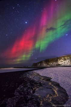 Will the aurora in the sky of other planets look like the aurora on our own planet? Pictured: Aurora in Vik, Iceland. Beautiful Sky, Beautiful World, Beautiful Places, Beautiful Pictures, All Nature, Amazing Nature, Aurora Borealis, Aurora Iceland, Northen Lights