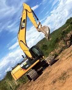 CAT - Volvo and more #Mega #Crazy #Construction #Machines Cat Excavator, Caterpillar Equipment, Construction Machines, Industrial Machine, Lego Projects, Oil And Gas, Heavy Equipment, Volvo, Tractors