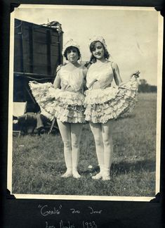 vintage everyday: 24 Cozy Snapshots of Circus Performers at the Backstage in the 1920s and '30s