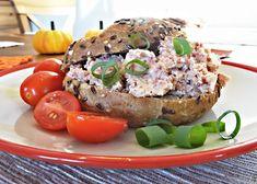 Recept : Pomazánka z tvrdého salámu | ReceptyOnLine.cz - kuchařka, recepty a inspirace Salmon Burgers, Ethnic Recipes, Food, Essen, Meals, Yemek, Eten