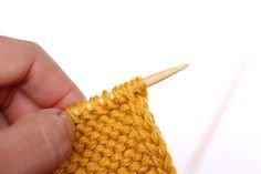 How to Knit a Perfect Edge – Finishing Free Technique - diy knitting Knitting Help, Knitting Stiches, Knitting Yarn, Hand Knitting, Knit Stitches, Knitting Needles, Vogue Knitting, Vintage Knitting, Yarn Projects