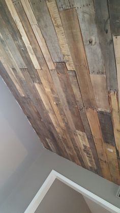 Old pallet wood on our living room ceiling! Diy free and easy
