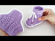 Knit Baby Booties, Knit Boots, Design Youtube, Baby Knitting Patterns, Fingerless Gloves, Arm Warmers, Crochet Baby, Booty, Hats
