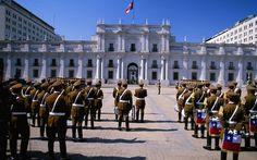 Troca de guardas em frente ao Palácio de La Moneda. Foto: Getty Images