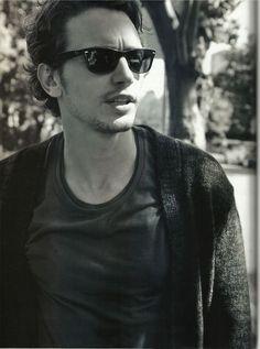 I love a man in Wayfarers. James Franco <3