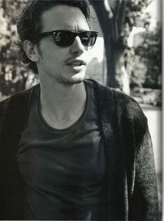 I love a man in Wayfarers. James Franco <3