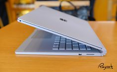 지인이 미국에서 가져온 서피스북을 잠깐 만져보게 되었습니다. 구매할까 망설이다 아직 윈도우PC는 쓸만한게 있어서 포기 했는데 지난해 가장 이슈가 된 태블릿PC가 바로 이 서피�%2