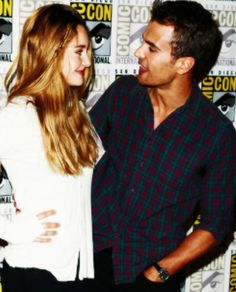 Shailene Woodley and Theo James at Comic-Con. i'm slowly starting to like them as Foutris... slowly...