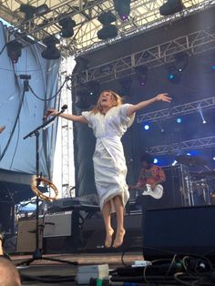 Rebecca Forrest ‏@PRsquirrel   @Grace Potter @Gathering of the Vibes ENOUGH SAID. #jesuschristpose