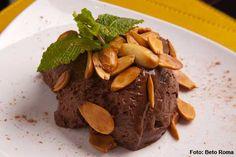 QGastrobar - Mousse de chocolate com perfume de café e amêndoas tostadas (jantar)