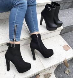 Women's Fashion High Heels : Spot the difference? High Heel Boots, Heeled Boots, Shoe Boots, Ankle Boots, Shoes Heels, Fancy Shoes, Cute Shoes, Me Too Shoes, Frauen In High Heels