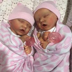 Reborn doll Twin A or Twin B Reborn babies by Bonnie Brown. High Quality detailed Boy or girl reborn Reborn Baby Dolls Twins, Bb Reborn, Silicone Reborn Babies, Silicone Baby Dolls, Newborn Baby Dolls, Reborn Baby Girl, Baby Girl Dolls, Toddler Dolls, Baby Dolls For Sale