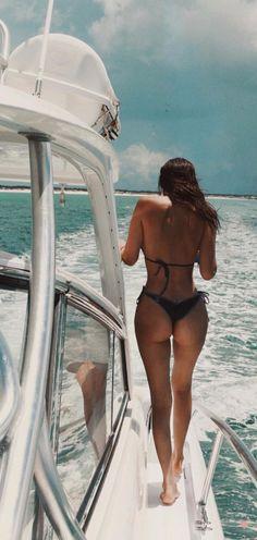 Kylie, Kendall Jenner, Hailey Baldwin and Bella Hadid: In Bikini for Renell Medrano photo Bella Hadid, Caribbean Vacations, Kendall And Kylie Jenner, Hailey Baldwin, Body Inspiration, Beach Bum, Picnics, Sensual, Strand