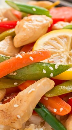 Take 30 minutes to get this veggie filled Lemon Chicken Stir-Fry on your table for family dinner tonight! Wok Recipes, Stir Fry Recipes, Lunch Recipes, Asian Recipes, Chicken Recipes, Oriental Recipes, Chicken Ideas, Ethnic Recipes, Chinese Recipes