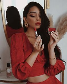 In a mood for Red 🌹With Rouge G lipstick, I can choose among over 20 cases and new soft matte shades and switch them up… Janice Joostema, Edgy Style, Elegant Outfit, Aesthetic Girl, Classy Outfits, Fashion Looks, Fashion Tips, Ideias Fashion, Fashion Dresses